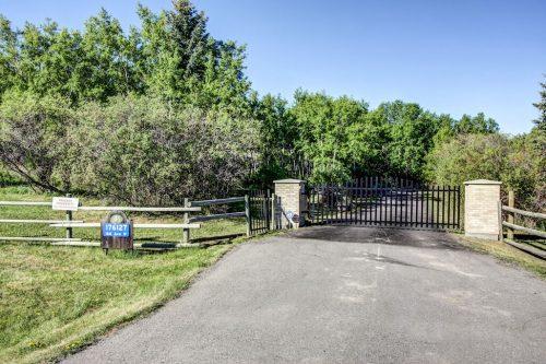 Private-Gate-real-estate-for-sale-acreage-alberta-prissid
