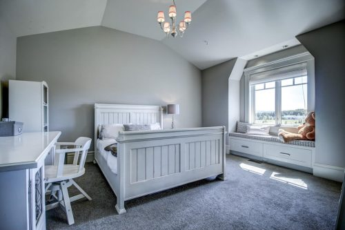 Bedroom-vaulted-ceiling-window-seat-20-October-Gold-Gate-Elbow-Valley-For-Sale-Realtor-Plintz-Luxury-Real-Estate-Calgary-Sothebys
