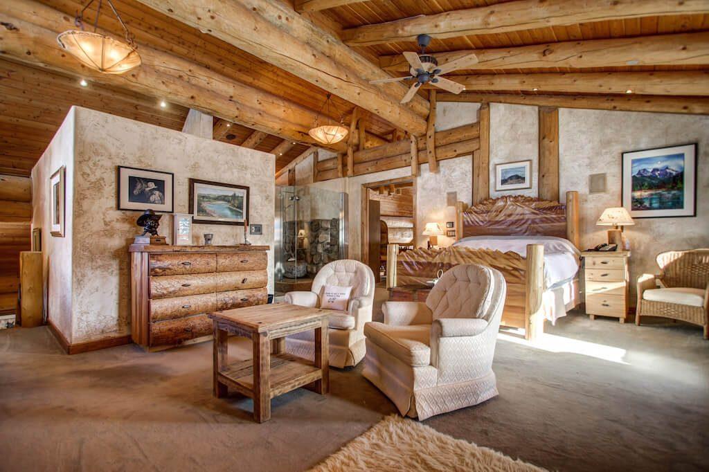 Vaulted-master-352248-Pine-Ridge-Road-Bragg-Creek-Ranch-Acreage-For-Sale-Calgary-Real-Estate-For-Sale-taylor-sothebys-Realtor-Plintz