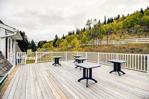 outdoor-patio-corporate-retreat-Crossing-Ghost-River-Plintz-Real-Estate-For-Sale