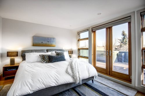 master-bedroom-904-31-Avenue-NW-cambrian-heights-mount-pleasant-calgary-real-estate-for-sale-plintz