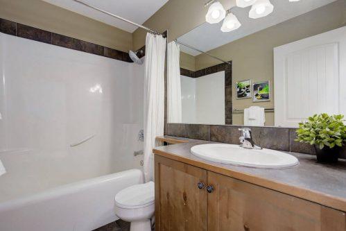 bathroom-303-Valley-Crest-Court-NW-Valley-Ridge-Plintz-Real-Estate-For-Sale-Calgary-Alberta