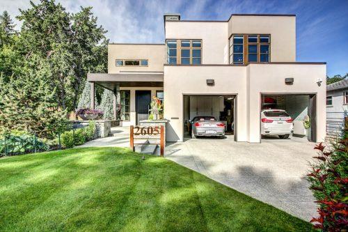 triple-attached-garage-modern-architecture-2605-Erlton-Street-SW-Calgary-Real-Estate-Homes-For-Sale-Realtor-Plintz-Luxury-Custom