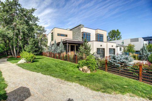 rideau-park-iron-fence-rust-landscaping-2605-Erlton-Street-SW-Calgary-Real-Estate-Homes-For-Sale-Realtor-Plintz-Luxury-Custom