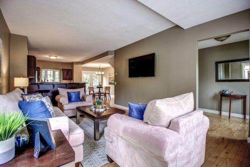 413-15-Street-NW-Hillhurst-Real-Estate-living-room-pintz
