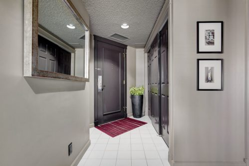entrance-closet-storage-1230-720-13-Avenue-SW-Estate-Condo-Executive-Beltline-Connaught-Plintz-Real-Estate-For-Sale