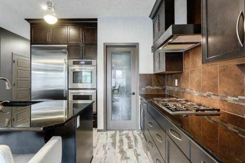 gas-stove-granite-counters-755-New-Brighton-Drive-Se-Home-House-for-sale-real-estate-calgary-plintz