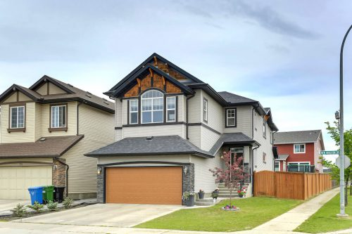 Exterior-double-garage-755-New-Brighton-Drive-Se-Home-House-for-sale-real-estate-calgary-plintz