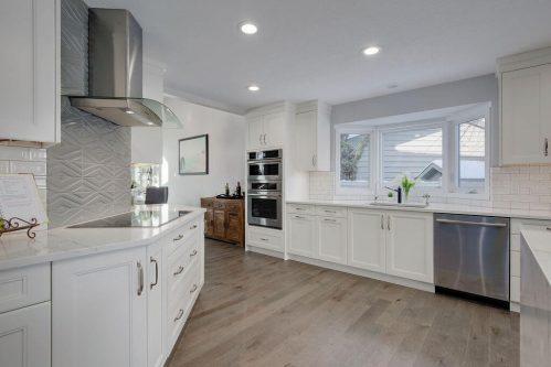 white-kitchen-cabinetry-legacy-147-Lake-Tahoe-Green-SE-Bonavista-Calgary-Homes-For-Sale-Plintz-Real-Estate-realtor