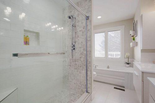 Glass-tile-shower-tub-147-Lake-Tahoe-Green-SE-Bonavista-Calgary-Homes-For-Sale-Plintz-Real-Estate-realtor