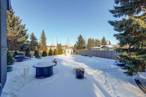snow-covered-pool-147-Lake-Tahoe-Green-SE-Bonavista-Calgary-Homes-For-Sale-Plintz-Real-Estate-realtor