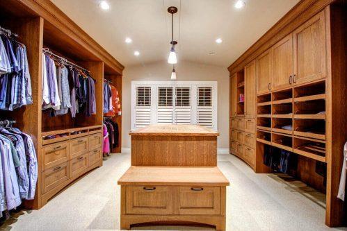 walkin-closet-3015-5-Street-SW-Rideau-Calgary-Homes-For-Sale-Plintz-Real-Estate