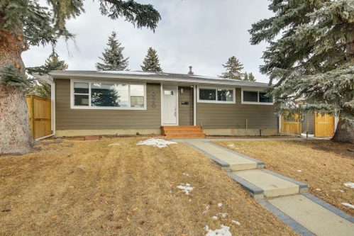 Exterior-home-3828-41-Avenue-SW-Glenbrook-Glamorgan-Calgary-Inner-City-Bungalow-For-Sale-Plintz-Real-Estate-Basement-Suite-Renovated