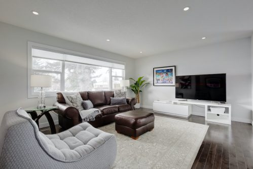 bright-living-room-3828-41-Avenue-SW-Glenbrook-Glamorgan-Calgary-Inner-City-Bungalow-For-Sale-Plintz-Real-Estate-Basement-Suite-Renovated