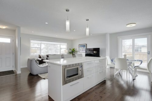 kitchen-island-3828-41-Avenue-SW-Glenbrook-Glamorgan-Calgary-Inner-City-Bungalow-For-Sale-Plintz-Real-Estate-Basement-Suite-Renovated