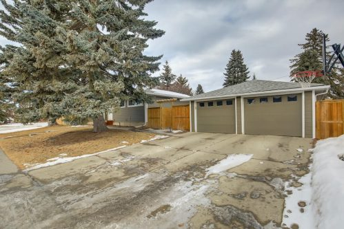 double-detached-garage-3828-41-Avenue-SW-Glenbrook-Glamorgan-Calgary-Inner-City-Bungalow-For-Sale-Plintz-Real-Estate-Basement-Suite-Renovated