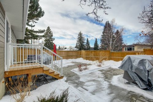 backyard-deck-3828-41-Avenue-SW-Glenbrook-Glamorgan-Calgary-Inner-City-Bungalow-For-Sale-Plintz-Real-Estate-Basement-Suite-Renovated