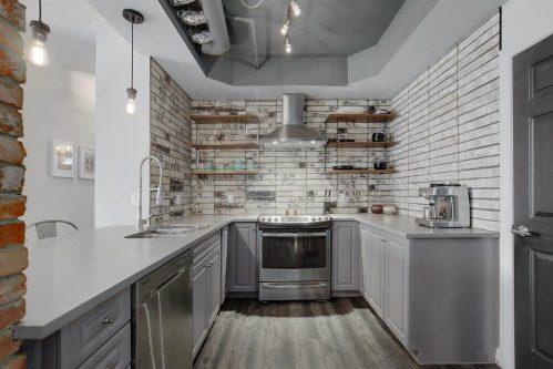 kitchen-503-820-15-Avenue-SW-Calgary-Condo-Newbury-Beltline-Mount-Royal-Penthouse-For-Sale-Plintz-Real-Estate