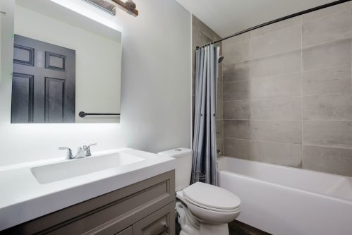 bathroom-503-820-15-Avenue-SW-Calgary-Condo-Newbury-Beltline-Mount-Royal-Penthouse-For-Sale-Plintz-Real-Estate