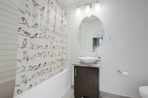bathroom-1007-303-13-Avenue-SW-The-Park-Condo-Calgary-For-Sale-Pintz-Real-Estate-Dennis-Realtor