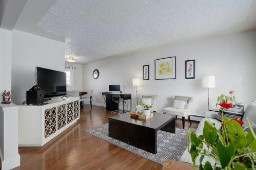 Living-room-1320-87-Avenue-SW-Haysboro-Bungalow-For-Sale-Plintz-Real-Estate-Calgary-Realtor