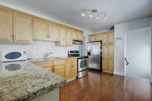 Kitchen-maple-cabinetry-1320-87-Avenue-SW-Haysboro-Bungalow-For-Sale-Plintz-Real-Estate-Calgary-Realtor