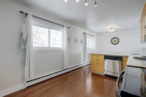 Kitchen-dishwasher-hardwood-1320-87-Avenue-SW-Haysboro-Bungalow-For-Sale-Plintz-Real-Estate-Calgary-Realtor