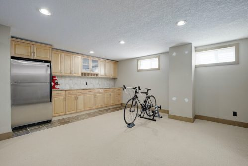 bar-kitchenette-1320-87-Avenue-SW-Haysboro-Bungalow-For-Sale-Plintz-Real-Estate-Calgary-Realtor