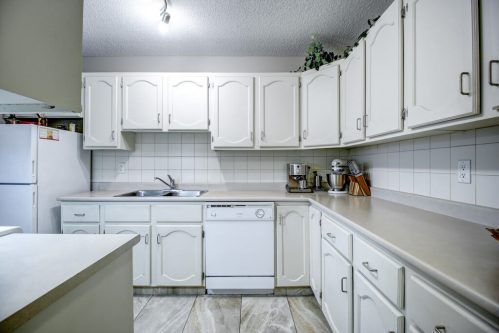 Kitchen-Cabinets-205-611-67-Avenue-SW-Kings-Point-Condo-For-Sale-Plintz-Real-Estate-Kingsland-Calgary-Realtor