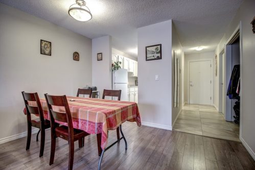 breakfast-nook-205-611-67-Avenue-SW-Kings-Point-Condo-For-Sale-Plintz-Real-Estate-Kingsland-Calgary-Realtor