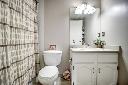 bathroom-205-611-67-Avenue-SW-Kings-Point-Condo-For-Sale-Plintz-Real-Estate-Kingsland-Calgary-Realtor