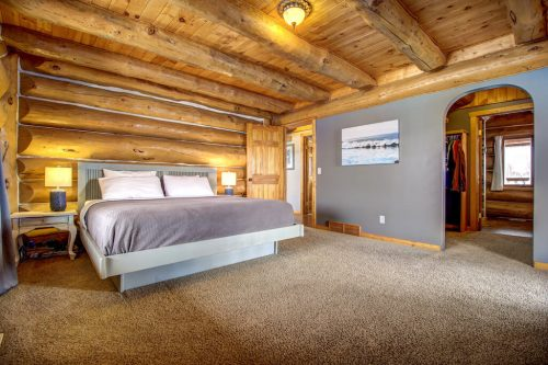 master-bedroom-timber-beam-107-Signal-Hill-Point-SW-Home-For-Sale-Plintz-Real-Estate-Walkout-Basement-Realtor-Dennis