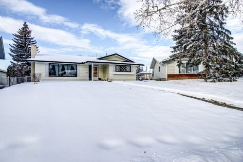 Snowy-Front-Exterior-515-Willacy-Drive-SE-Willow-Park-Real-Estate-Bungalow-For-Sale-Plintz-Realtor-Dennis-Home