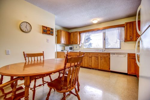Retro-vintage-kitchen-515-Willacy-Drive-SE-Willow-Park-Real-Estate-Bungalow-For-Sale-Plintz-Realtor-Dennis-Home