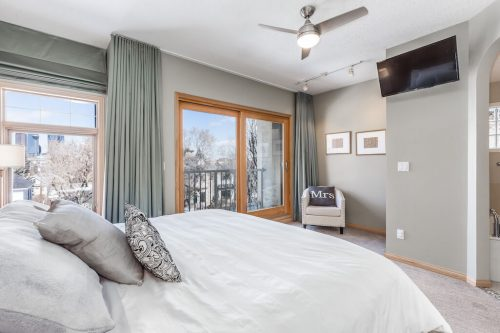 master-bedroom-private balcony-city-view-47-28-Avenue-SW-Erlton-Calgary-Home-For-Sale-Plintz-Real-Estate-House-realtor-realty