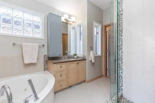 bathroom-tile-shower-corner-tub-47-28-Avenue-SW-Erlton-Calgary-Home-For-Sale-Plintz-Real-Estate-House-realtor-realty