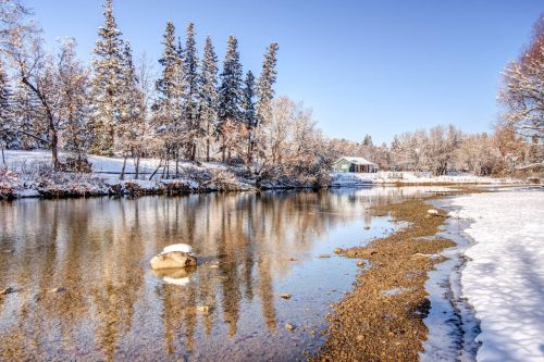 elbow-river-backyard-snow-winter-818-Rideau-Road-SW-Calgary-Real-Estate-For-Sale-Luxury-Home-Plintz-Realtor-Realty