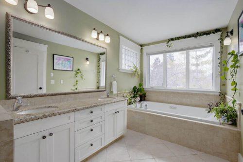 ensuite-bathroom-soaker-tub-818-Rideau-Road-SW-Calgary-Real-Estate-For-Sale-Luxury-Home-Plintz-Realtor-Realty