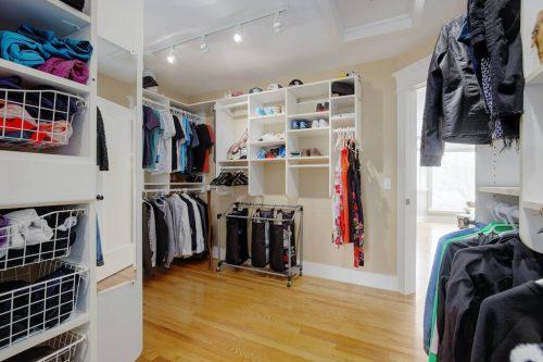 walkin-closet-818-Rideau-Road-SW-Calgary-Real-Estate-For-Sale-Luxury-Home-Plintz-Realtor-Realty
