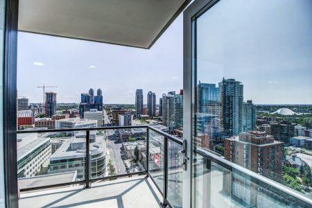 Balcony-City-Skyline-View-Park-Point-Calgary-Beltline-Condo-310-12-Avenue-SW-Luxury-Plintz-Real-Estate