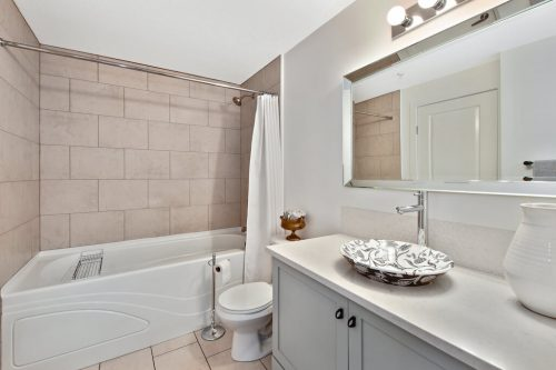 Bathroom with soaker tub and decorative vessel sink at 304 1108 15 Street SW Condo for sale in Sunalta Calgary
