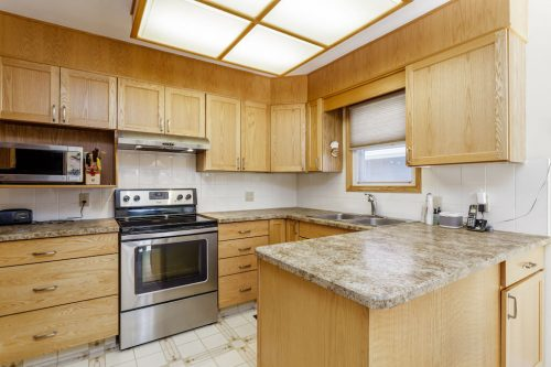 Oak kitchen in original bungalow for sale by Plintz Real Estate.
