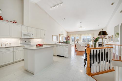 Vaulted ceilings and open living space in bungalow villa 140 Sierra Morena Landing SW