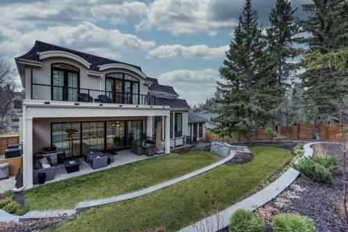 Backyard of Luxury home for sale by Plintz Real Estate at 907 Edinburgh Road SW Calgary